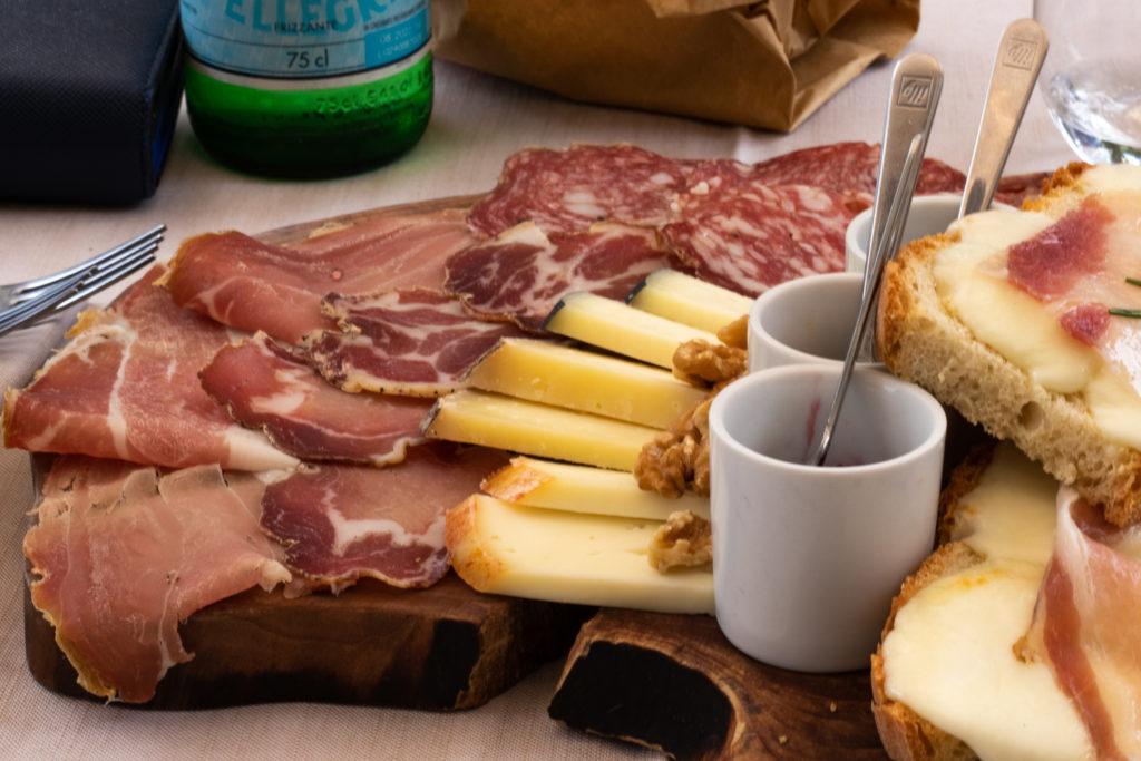 tuscany travel guide: antipasto platter in Tuscany Italy