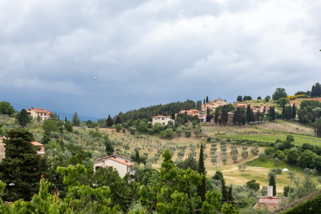 Travel guide Tuscany Italy: vineyards and restaurants in val d'Orcia