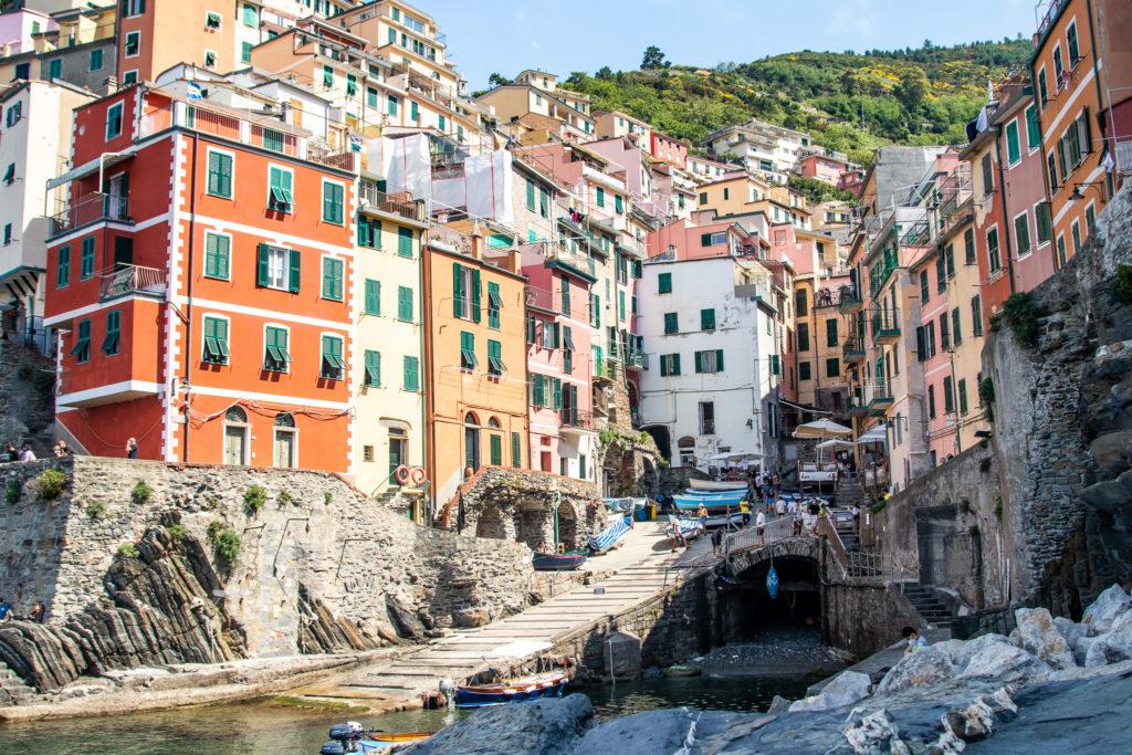 things to do in cinque terre: riomaggiore harbour