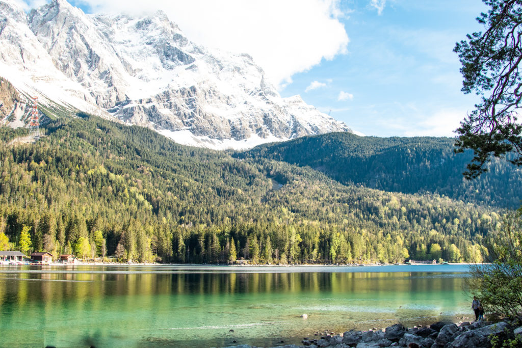 travel guide to Garmisch-Partenkirchen: Eibsee with the mountains in the background