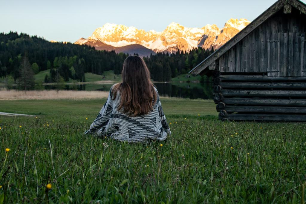 Travel Guide to Garmisch-Partenkirchen: Lake geroldsee in the evening