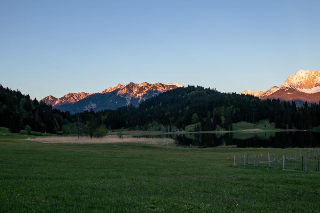 Travel guide to Garmisch-Partenkirchen: Lake geroldsee at sunset