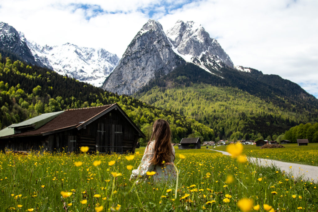 meadow with Waxenstein in the background: the best things to do in bavaria