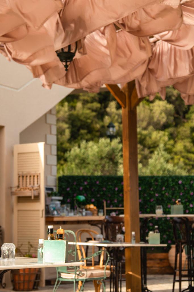 Corfu Greece Travel Guide: il pozzu Corfu restaurant interior